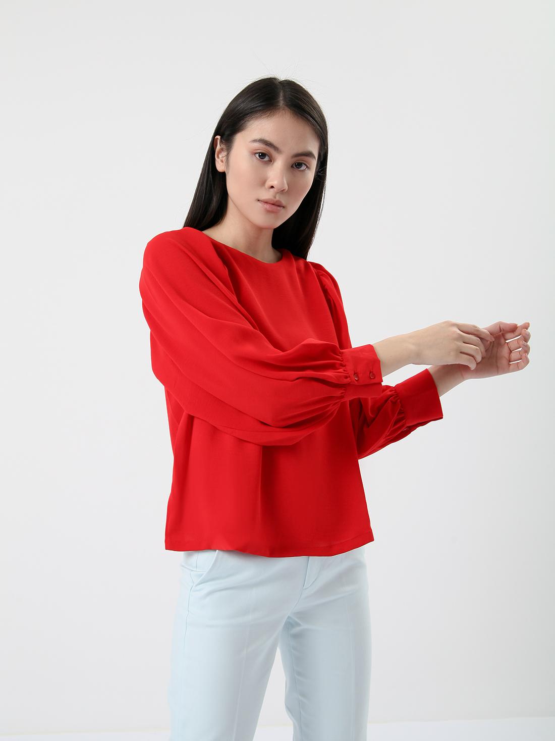 Свободная блузка со свободными рукавами