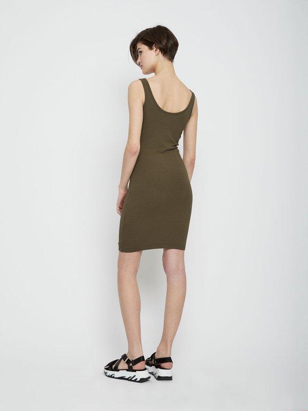 Облегающее платье на тонких бретелях вид сзади