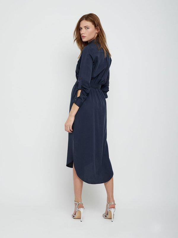Платье рубашечного кроя с асимметричной длиной вид сзади