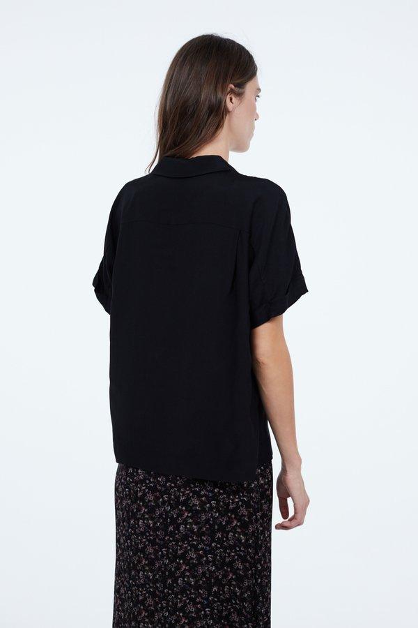 Рубашка силуэта оверсайз вид сзади