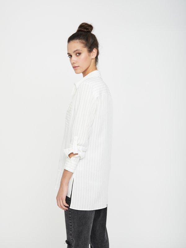 Рубашка с нагрудным карманом вид сзади