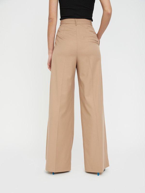 Широкие брюки со стрелкой вид сзади