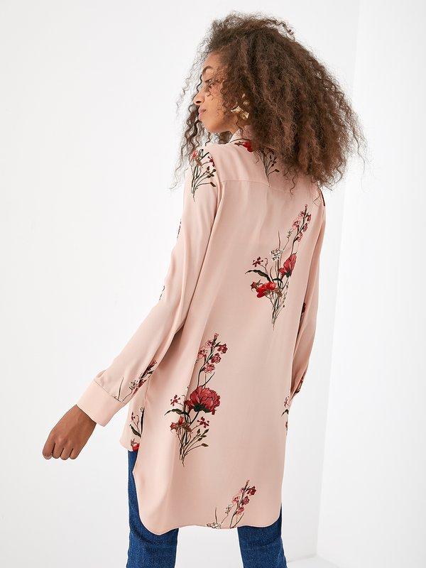 Асимметричная рубашка с цветочным принтом вид сзади