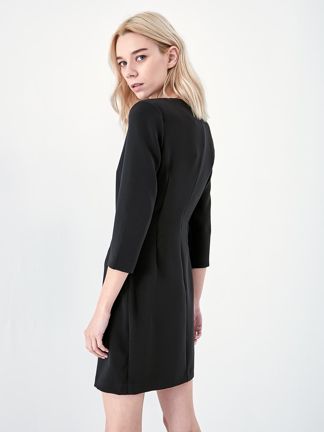 Платье с аксессуаром