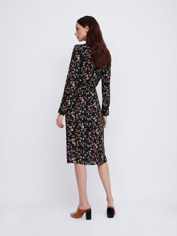 Платье с патами на рукавах вид сзади