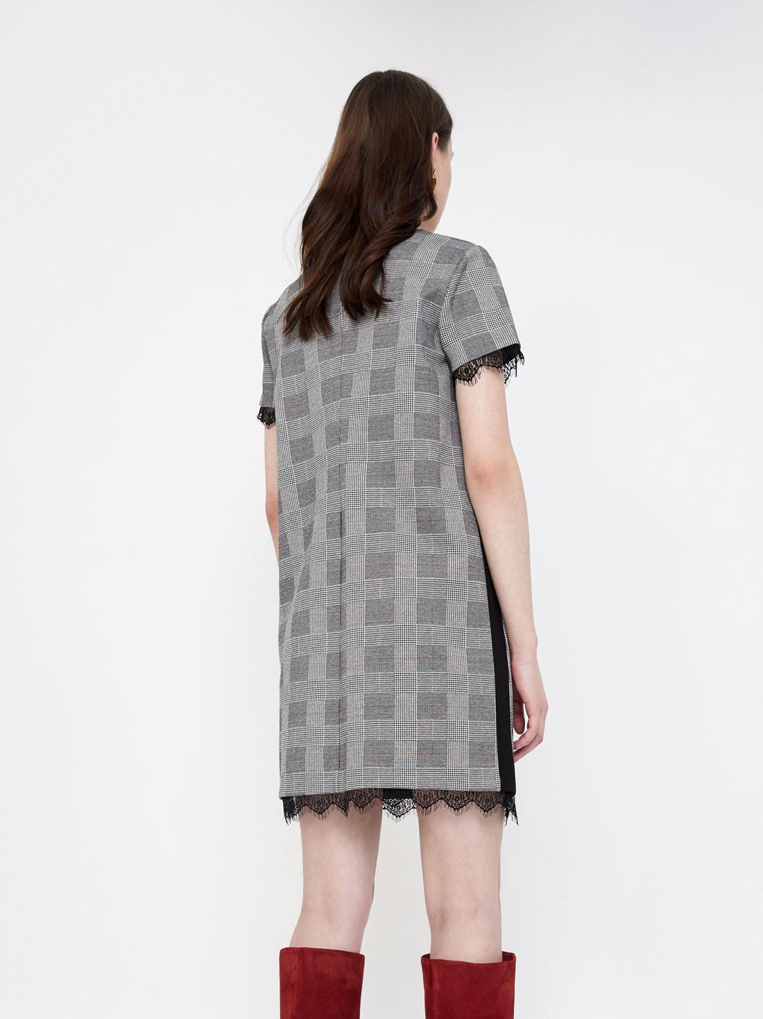 Платье с кружевом по краю изделия