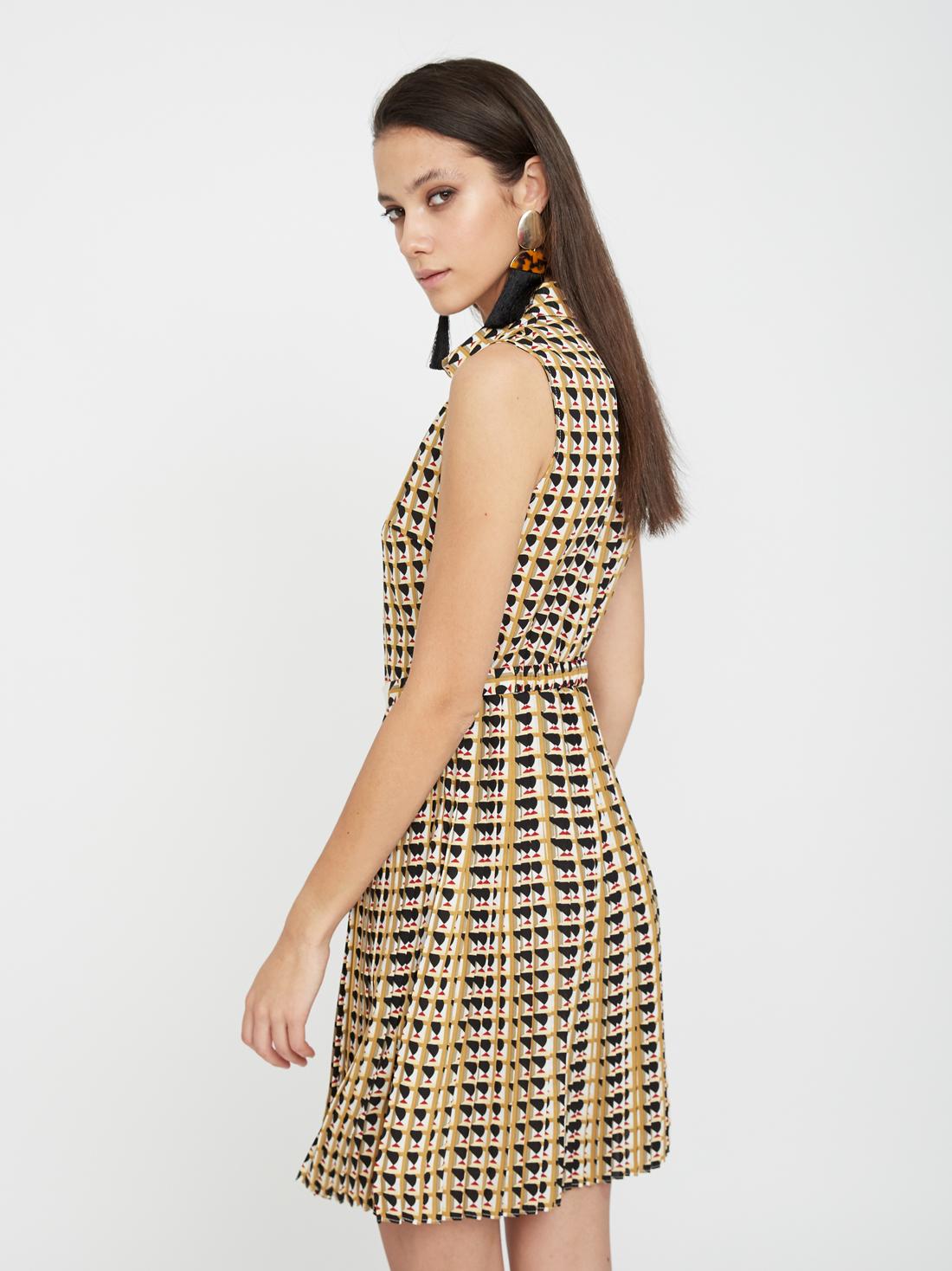 Платье без рукавов с поясом