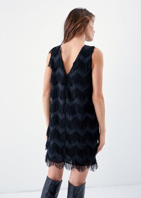 Платье с бахромой вид сзади