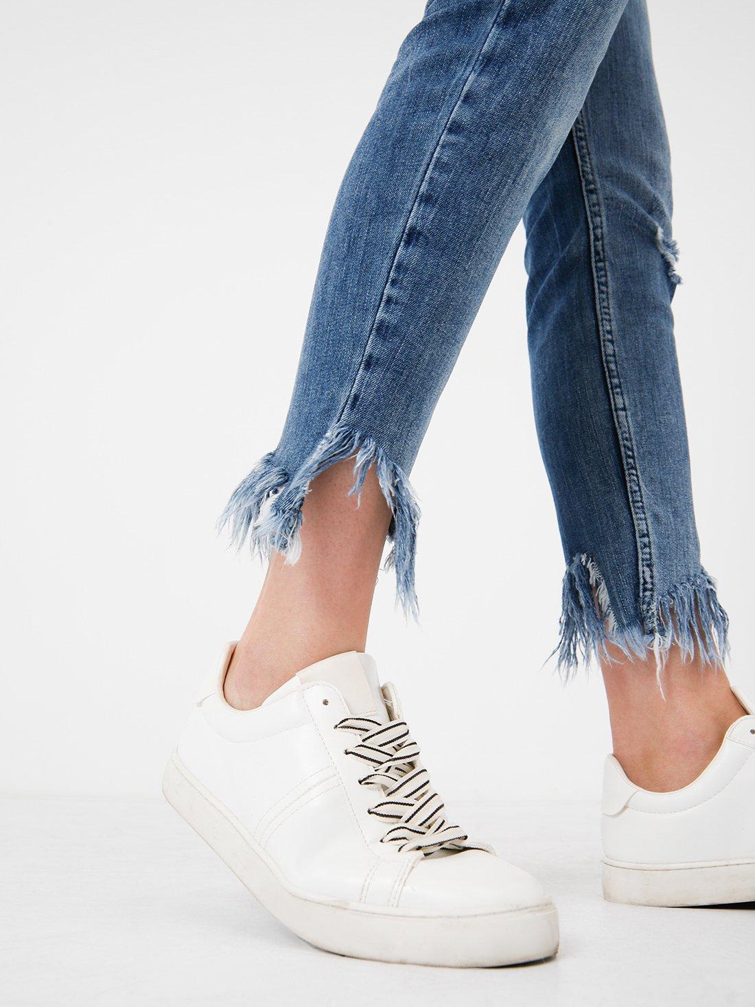 Узкие джинсы с необработанной кромкой по низу
