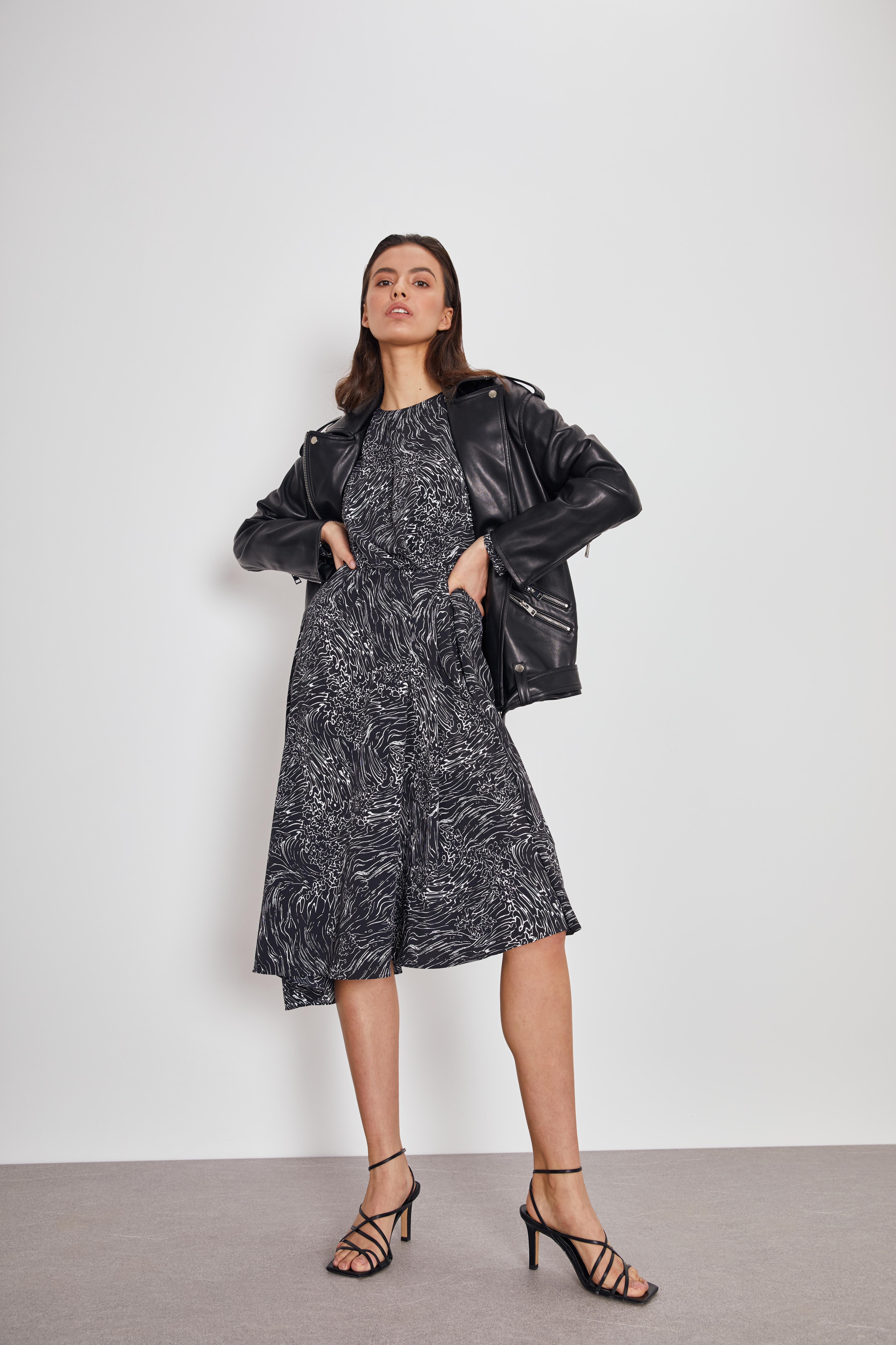 Платье LIME Асимметричное платье с принтом