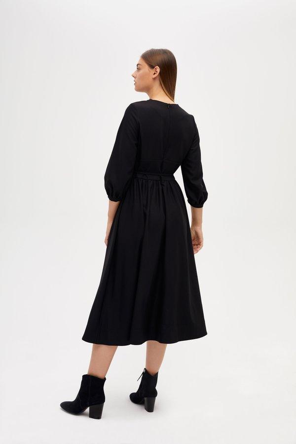 Платье приталенного силуэта на завязках вид сзади