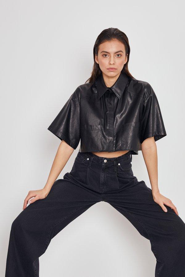 Укороченная рубашка из искусственной кожи