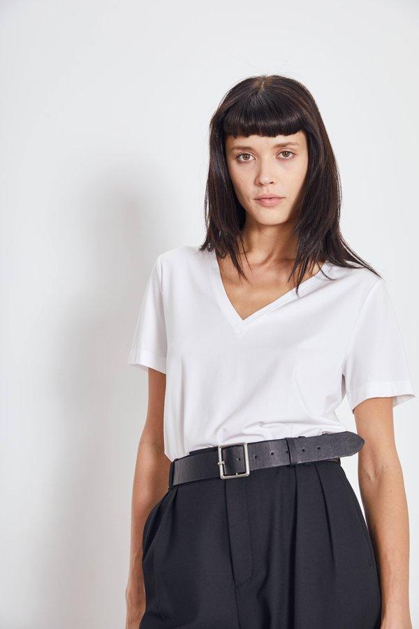 Базовая футболка с V-образным вырезом цвет: белый