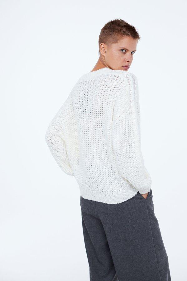 Джемпер с круглым вырезом вид сзади