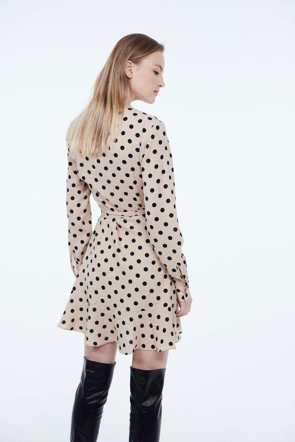 Платье с запахом и воланами вид сзади