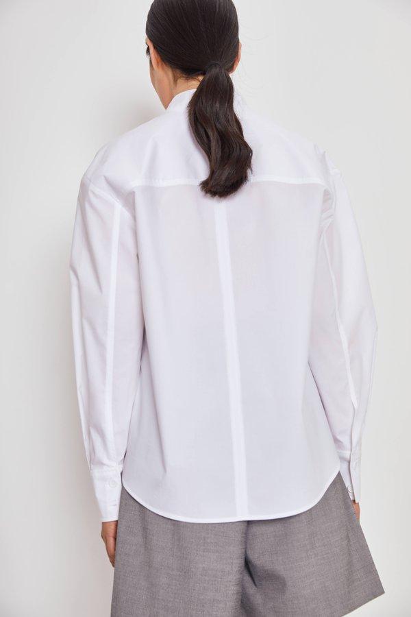 Рубашка с воротником-стойкой вид сзади