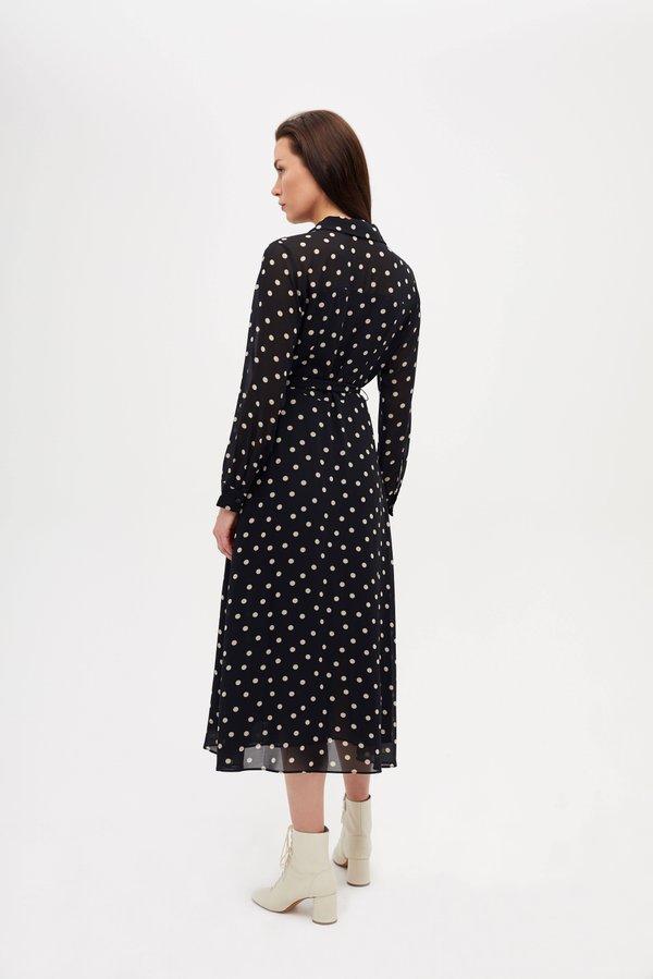 Платье прилегающего силуэта вид сзади