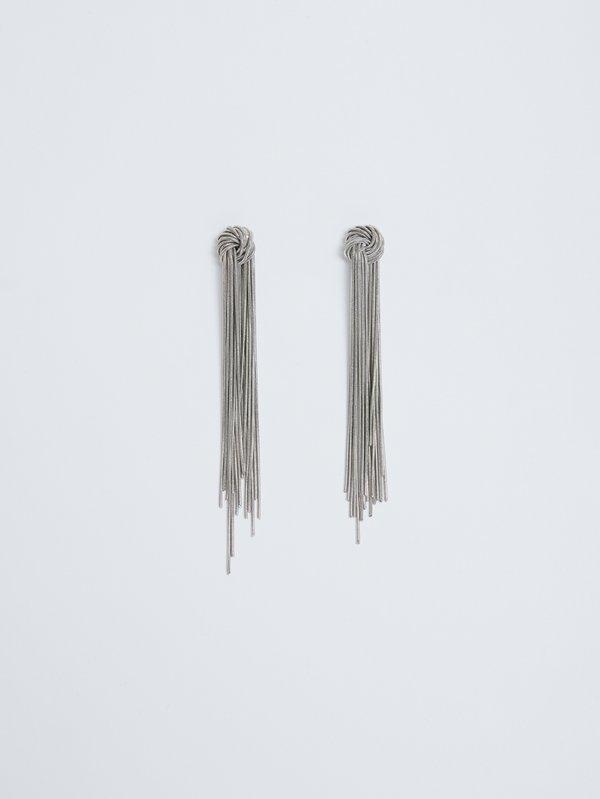 Серьги-подвески с цепочками вид сзади