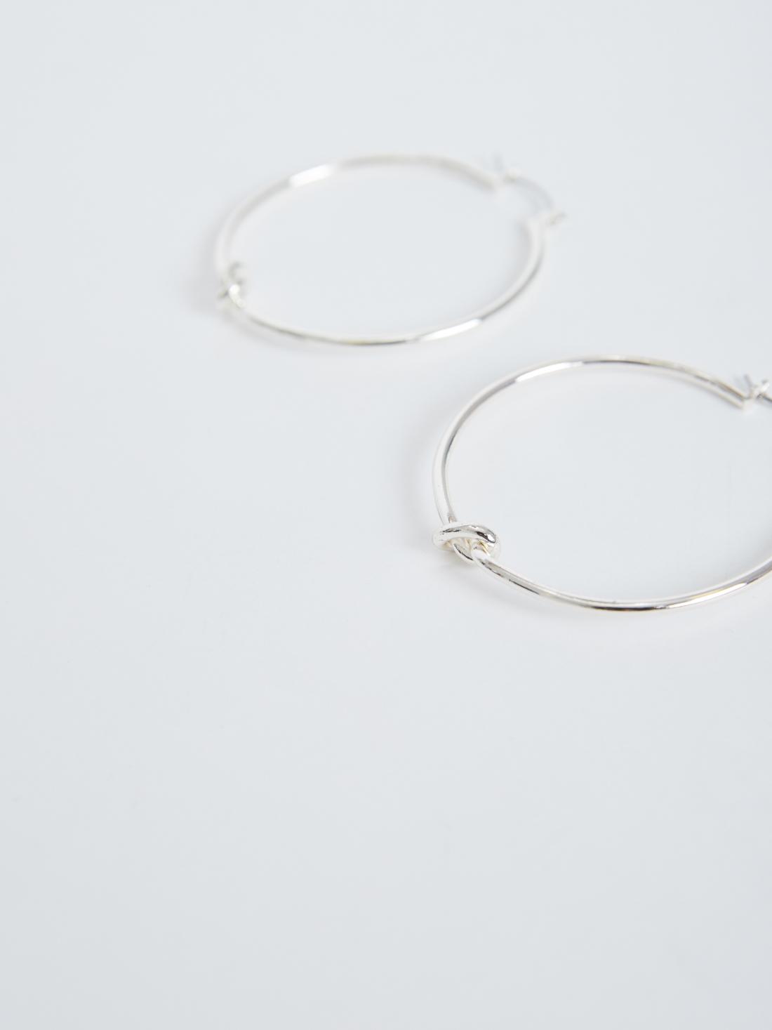 Серьги-кольца с узлом