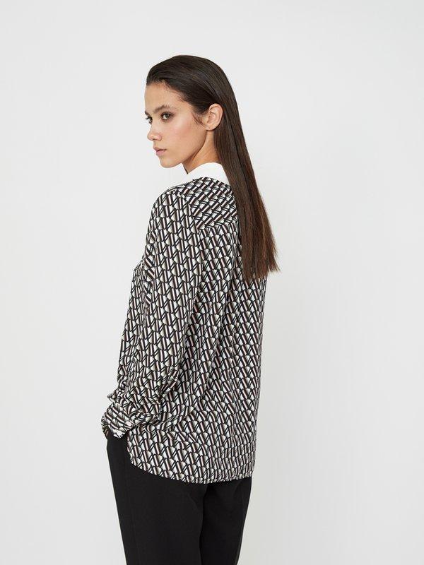 Рубашка с отложным воротником вид сзади