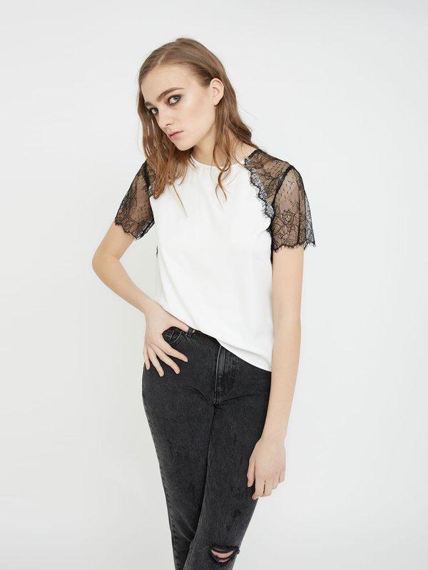 Блузка с кружевными рукавами цвет: молочный