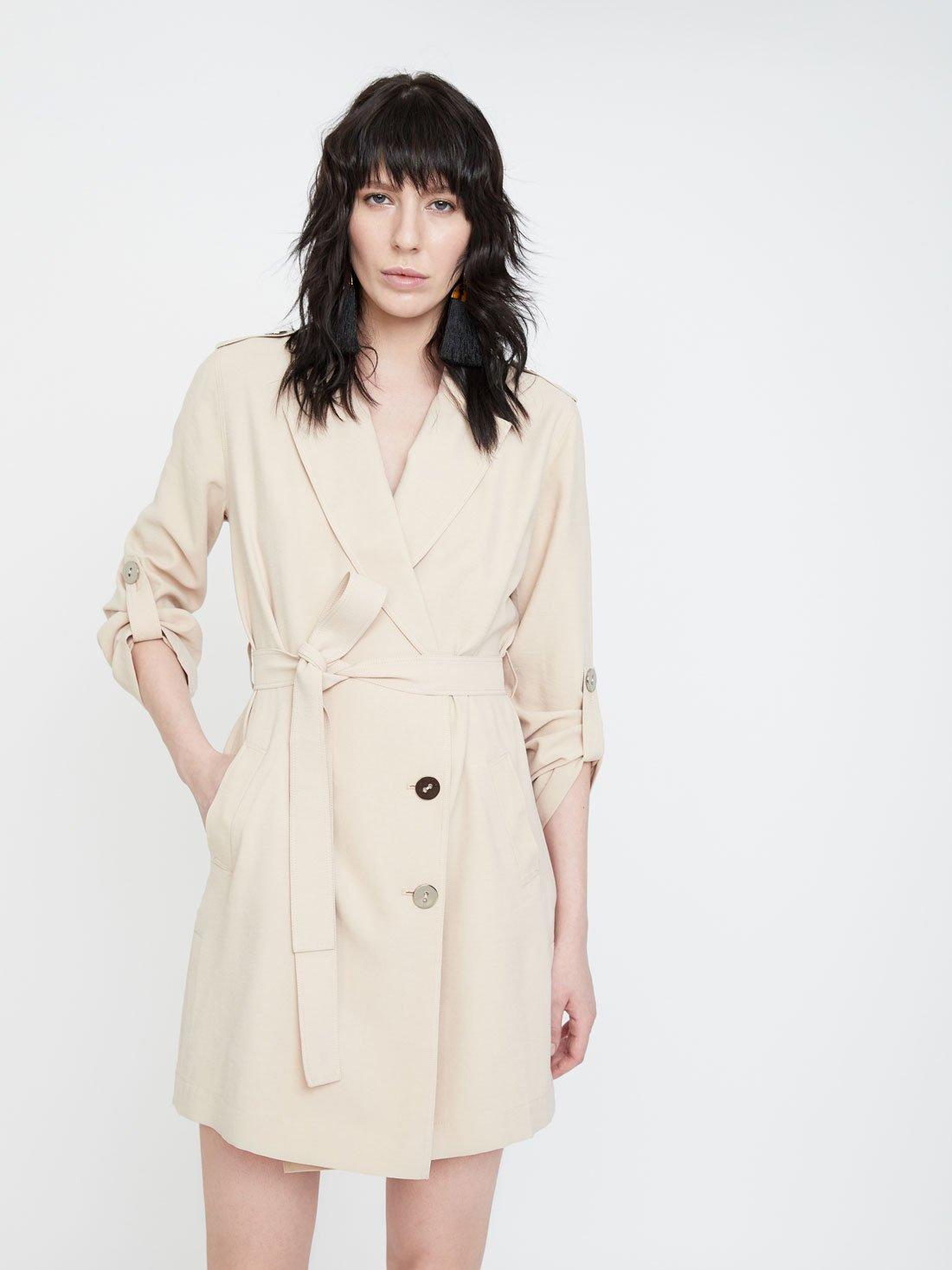 Платье с боковыми разрезами