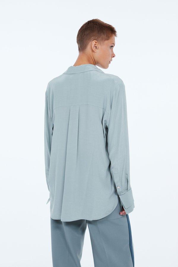 Рубашка с двойными манжетами вид сзади