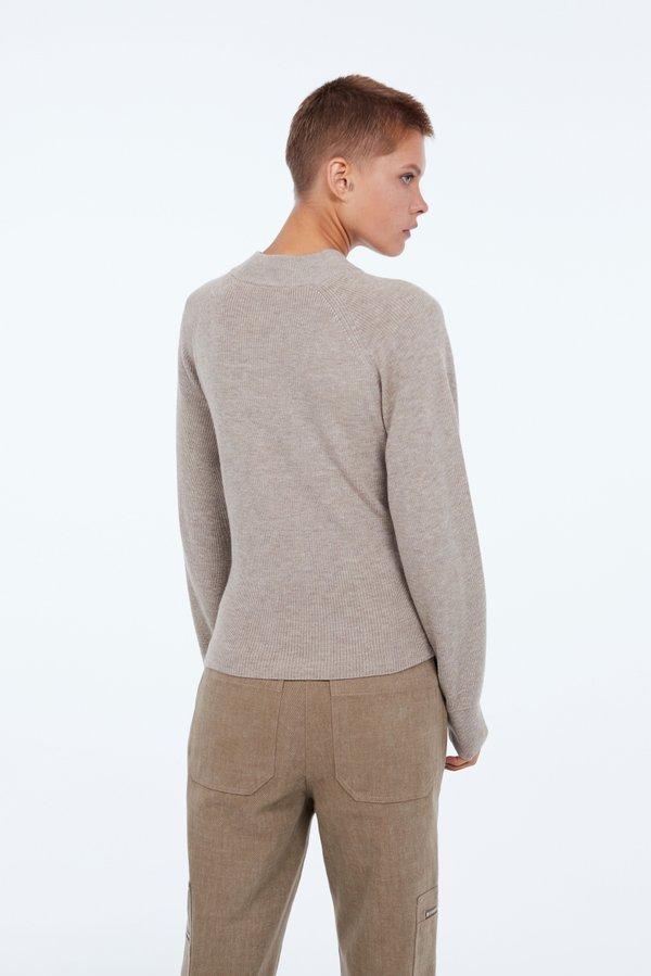 Джемпер с завязками вид сзади