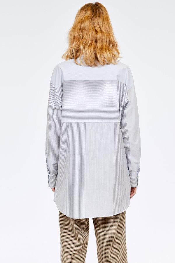Рубашка с накладными карманами вид сзади