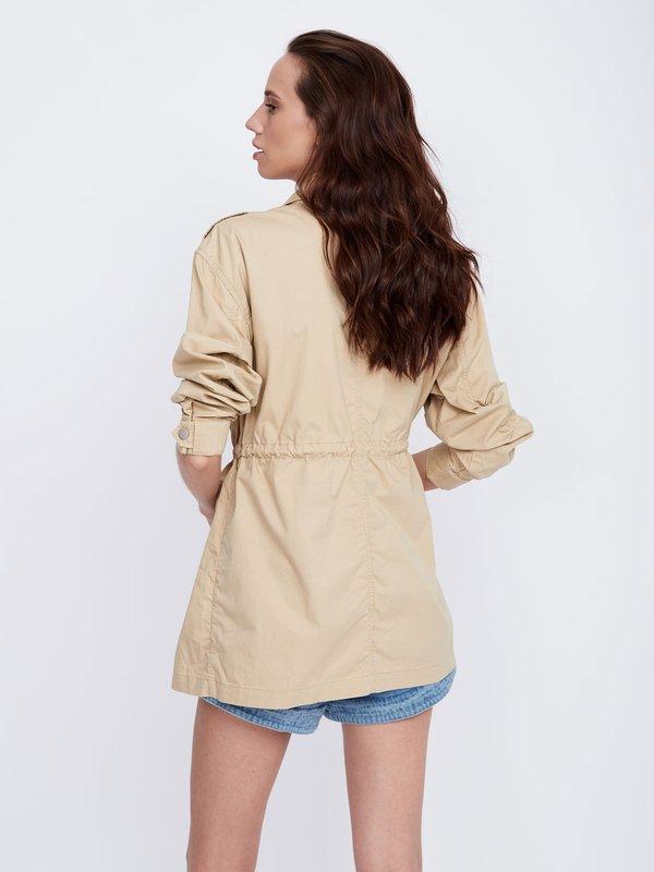 Куртка с воротником-стойка вид сзади
