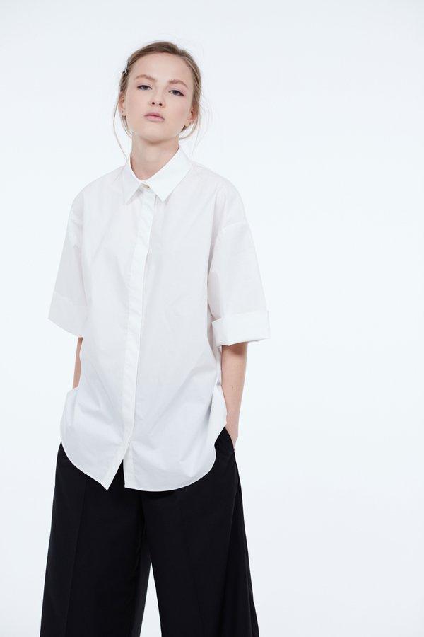 Рубашка с отворотами на рукавах