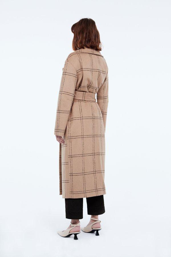 Длинное пальто вид сзади