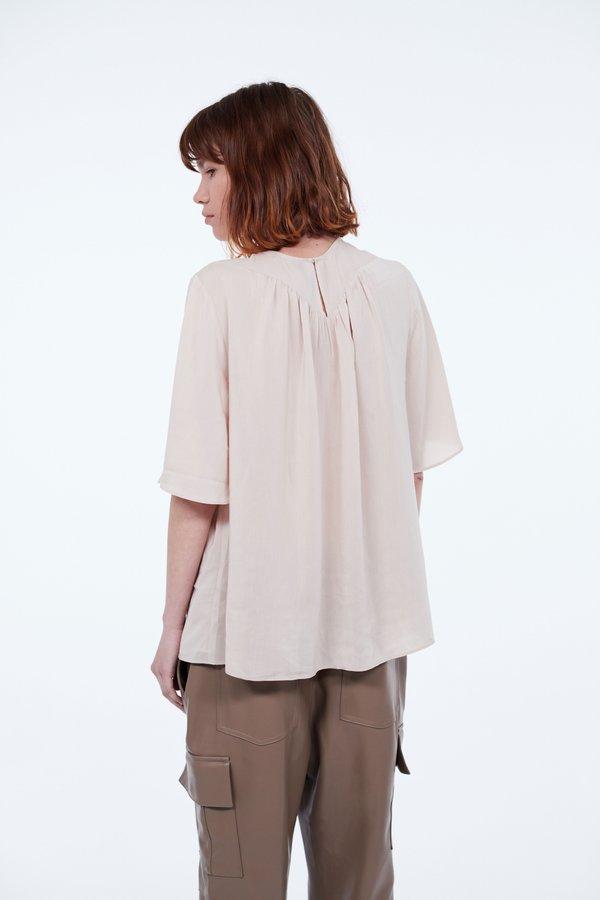 Блузка со складками вид сзади