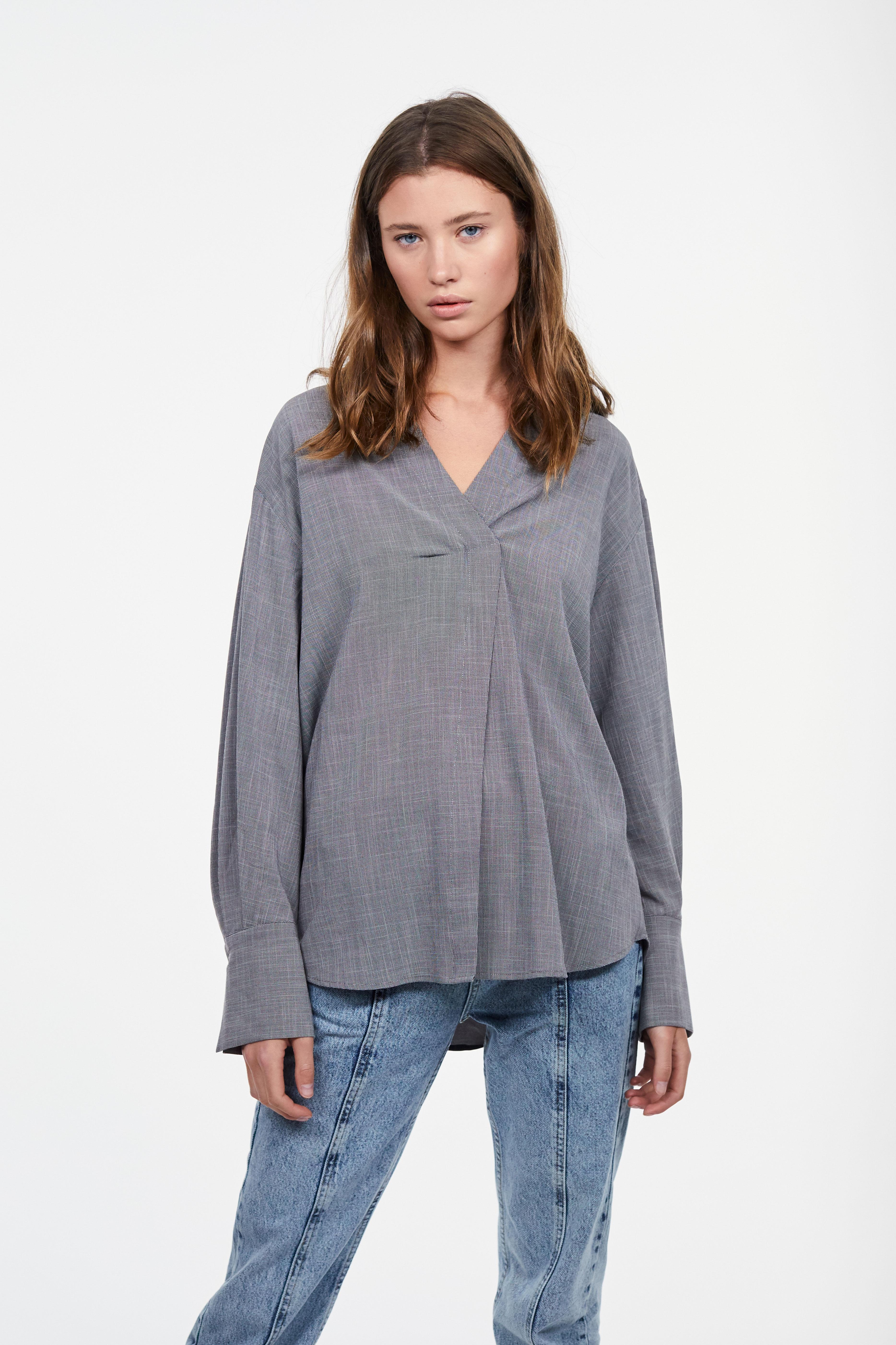 купить Блузка LIME Блузка с V-образным вырезом по цене 2999 рублей