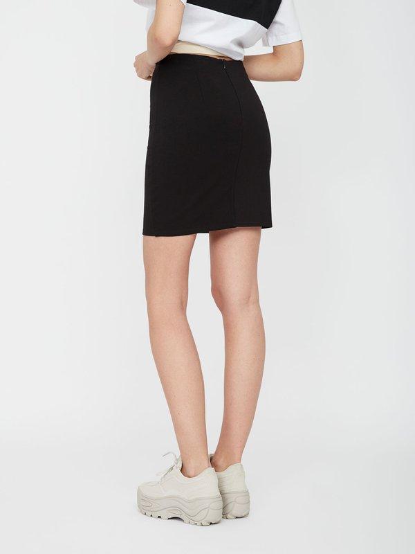 Трикотажная мини-юбка вид сзади