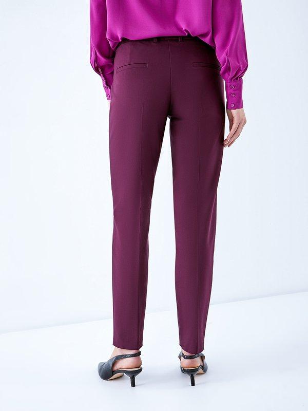 Классические брюки со стрелками вид сзади