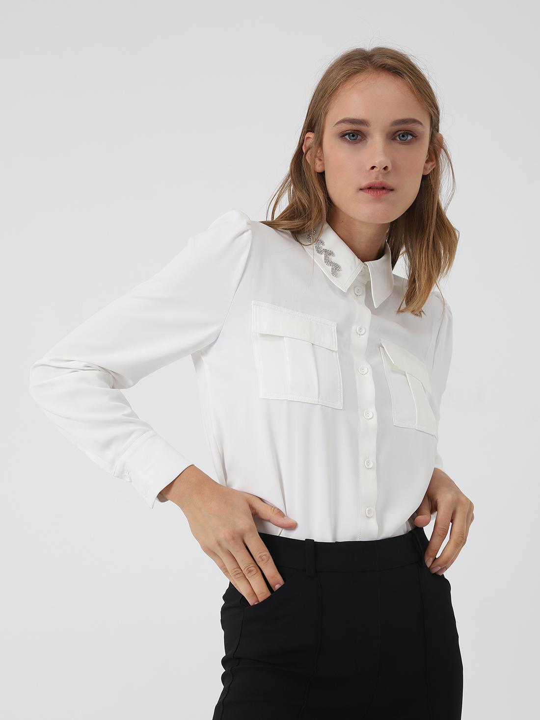 Рубашка с декоративными элементами