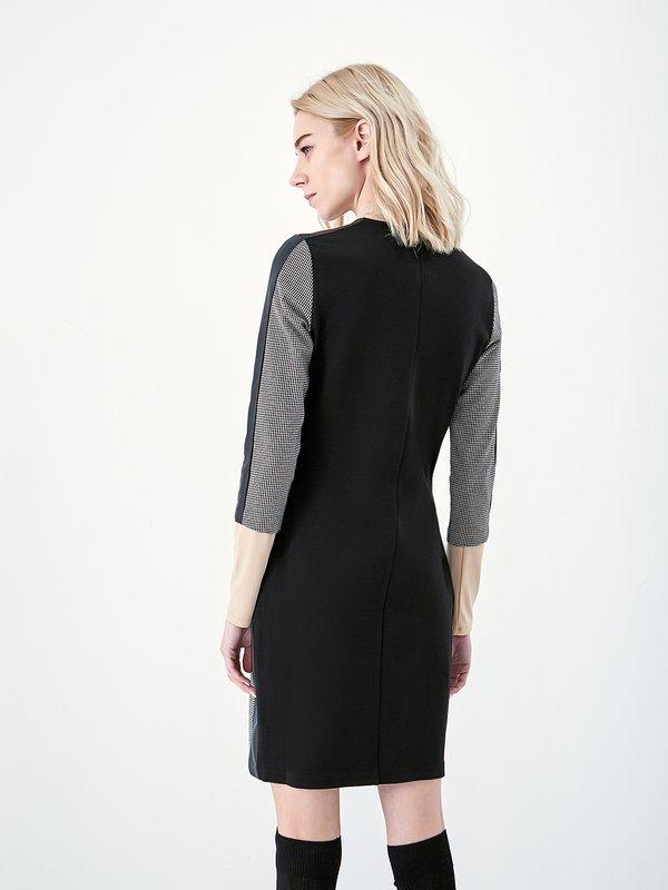 Платье-футляр на молнии вид сзади