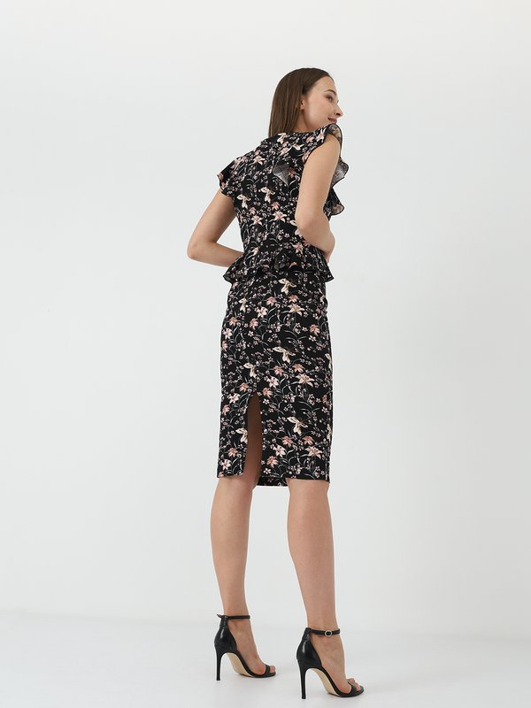 Платье - футляр вид сзади
