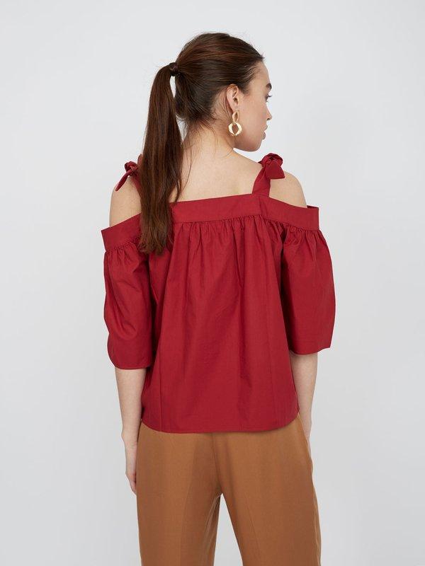 Хлопковая блузка с открытыми плечами вид сзади