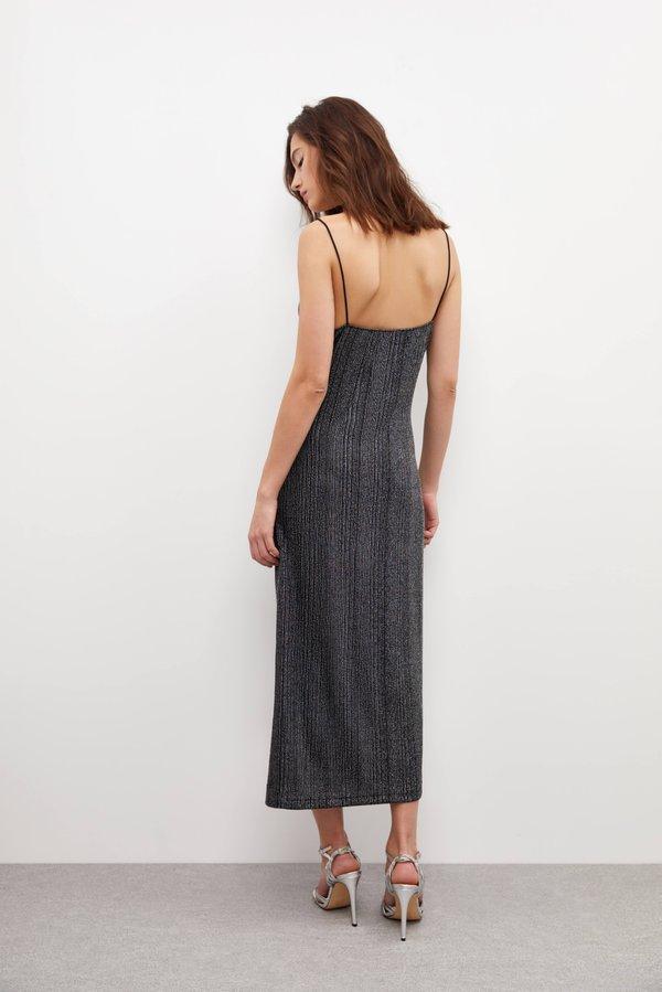 Платье на тонких бретелях вид сзади