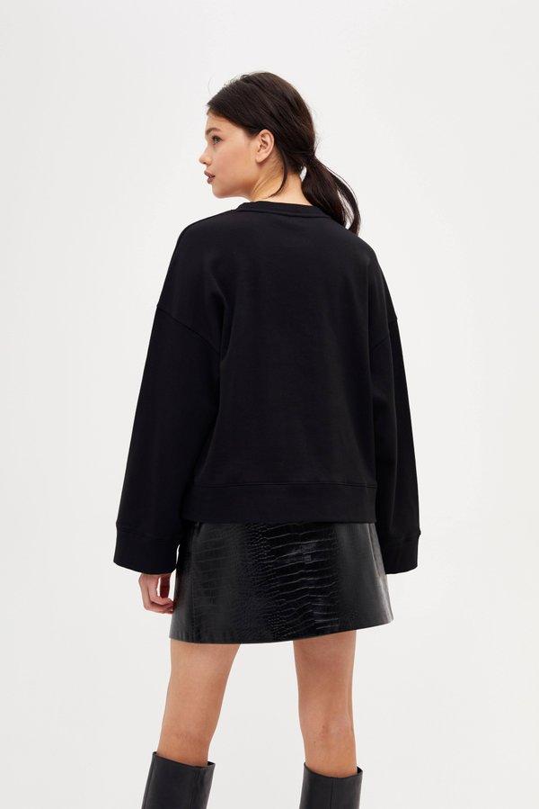 Толстовка с накладными карманами вид сзади
