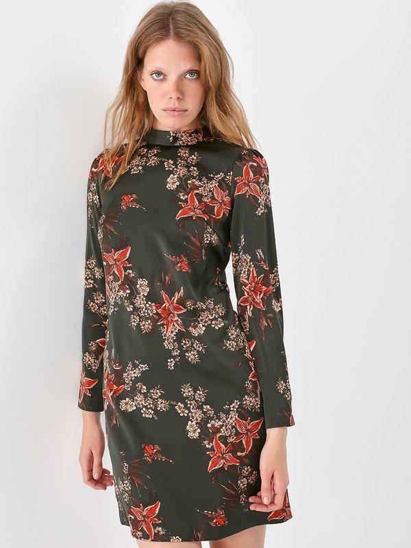 Атласное платье с открытой спиной