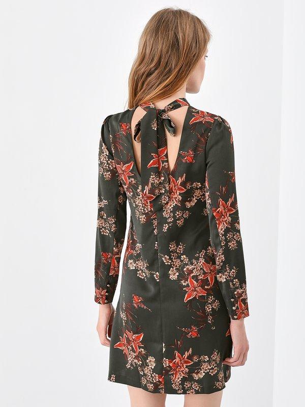 Атласное платье с открытой спиной  вид сзади