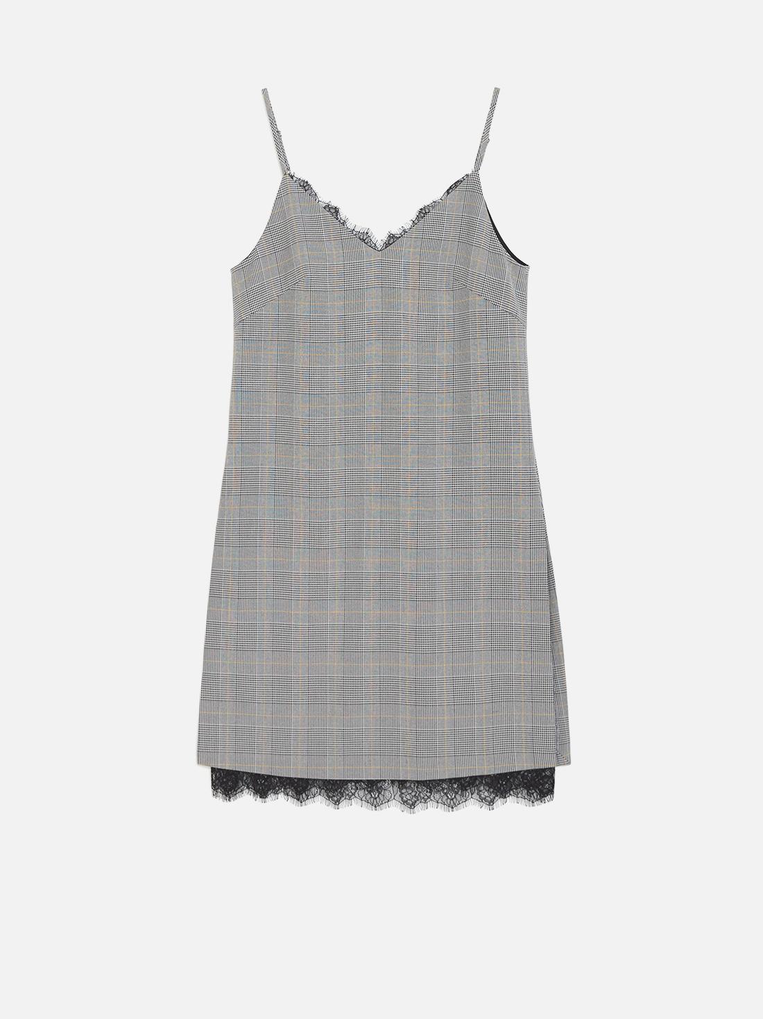 Платье с кружевами по краю изделия