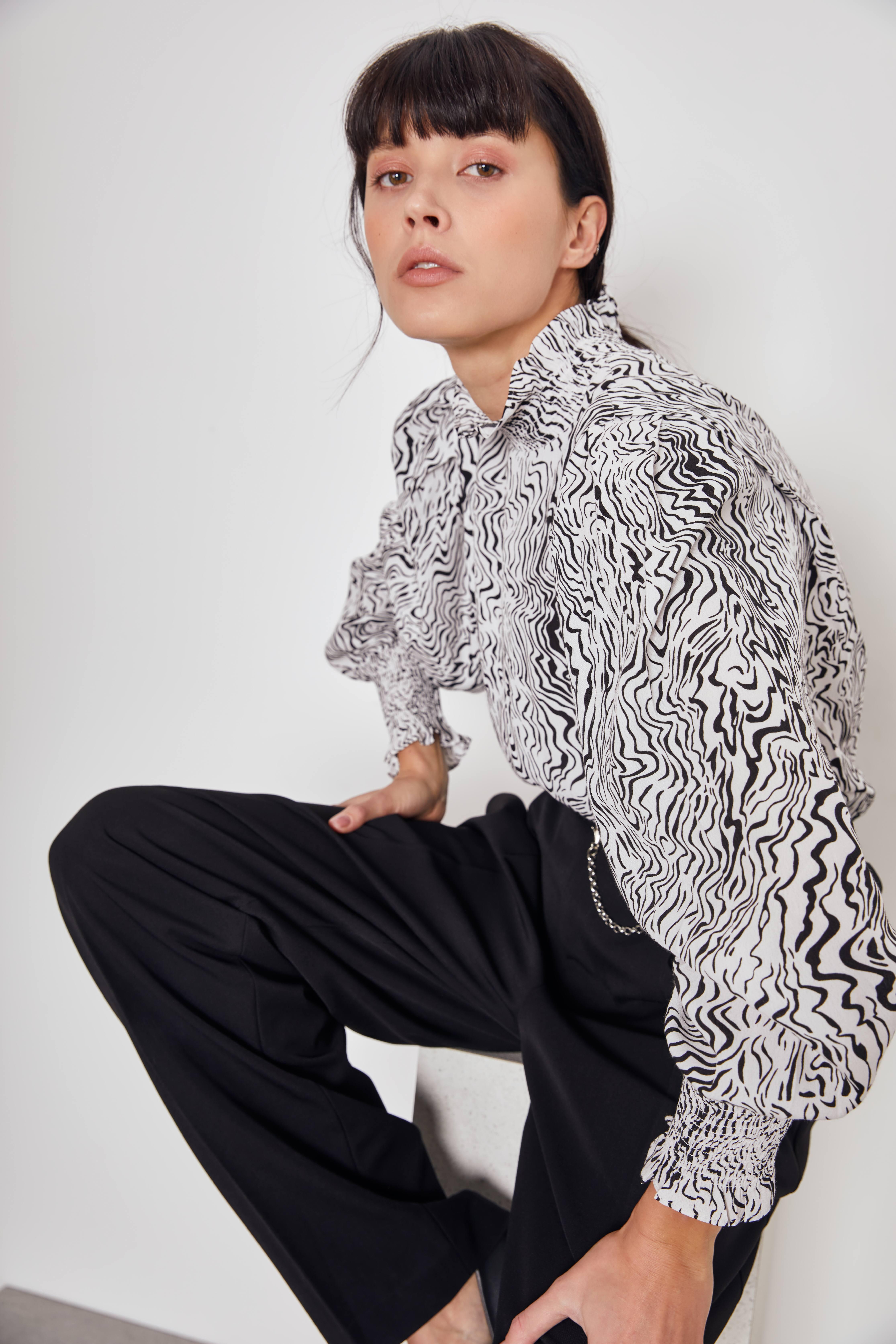 Блузка с эластичными деталями фото
