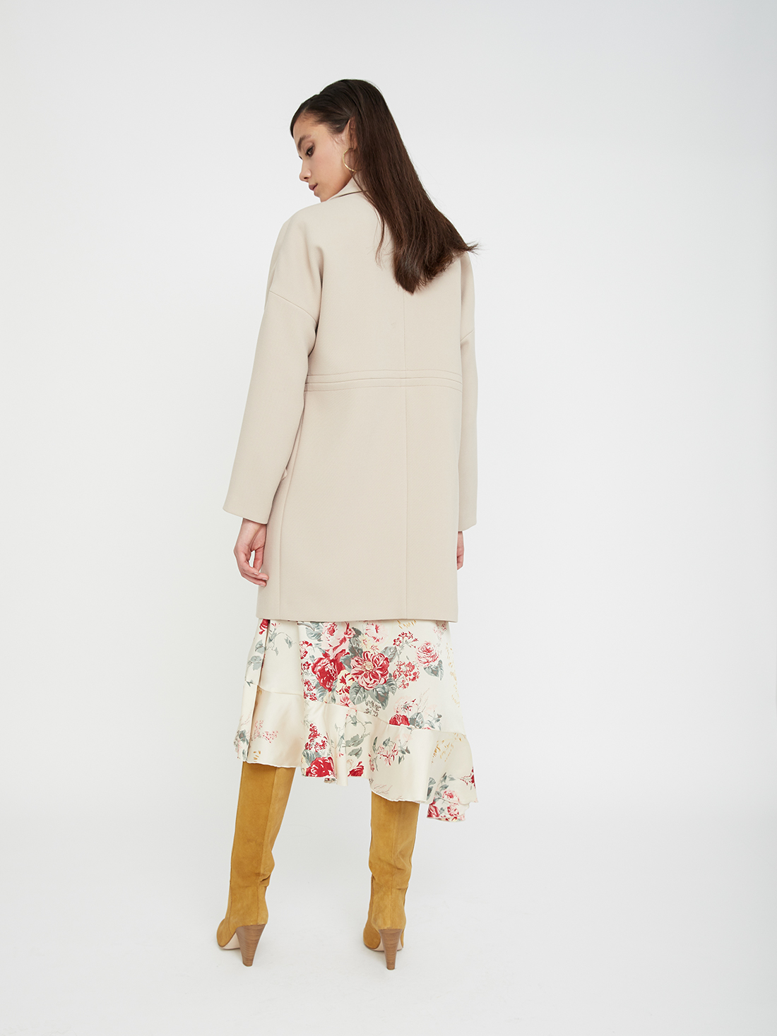 Пальто с широким лацканом