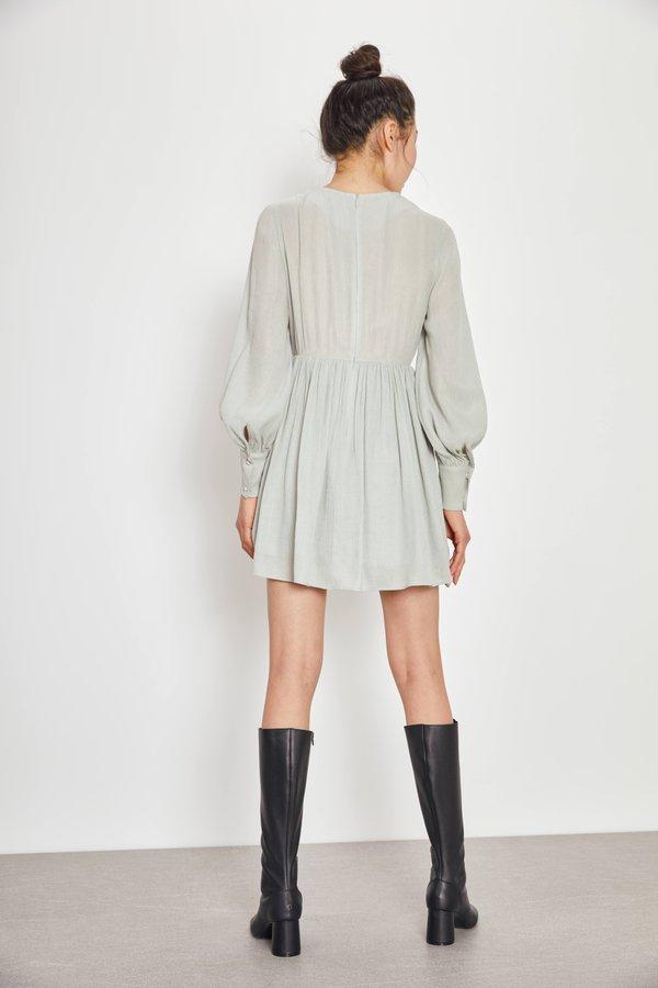 Платье с плиссировкой вид сзади