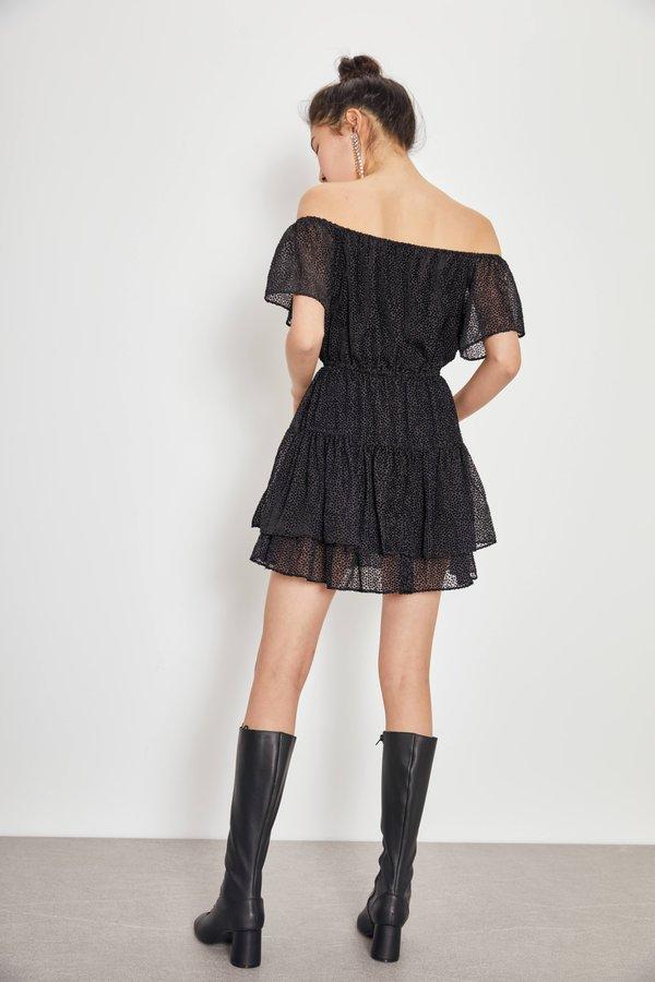 Платье с рельефным узором вид сзади