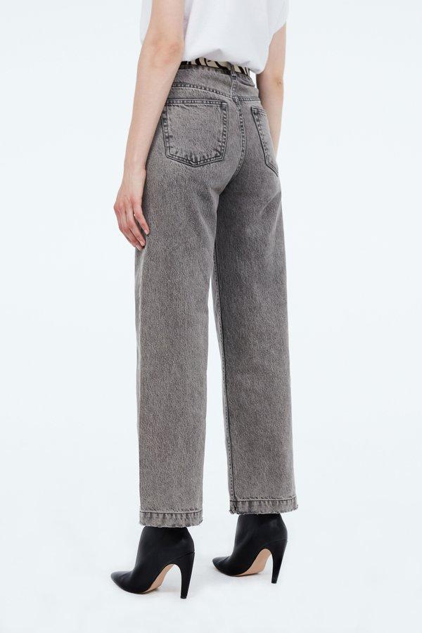 Прямые джинсы вид сзади